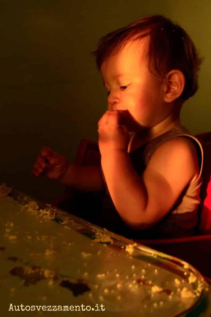 Bambino 14 mesi mangia da solo
