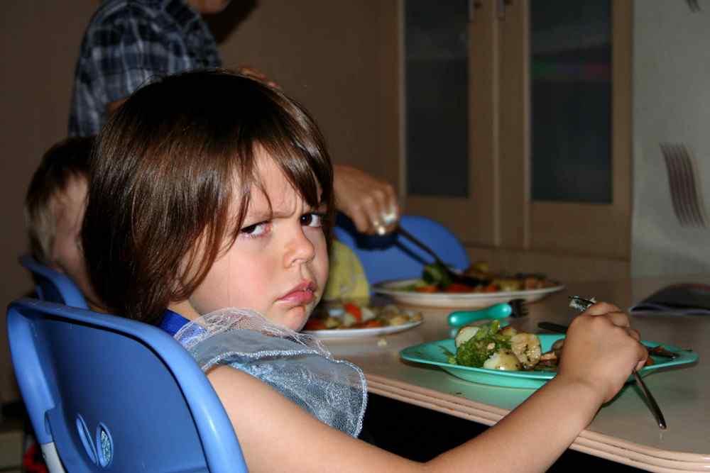 svezzamento, autosvezzamento, bambini che rifiutano il cibo, non vuole mangiare, mangia solo schifezze