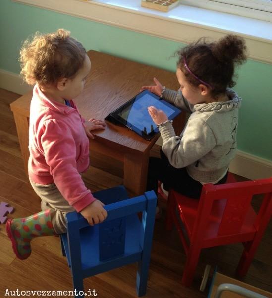 Bambini e iPad, bambini e tablet, bambini e smartphone, #NatiDigitali,