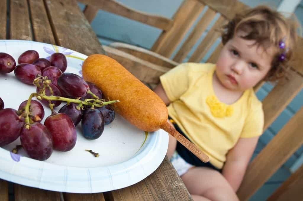 forzare bambini mangiare