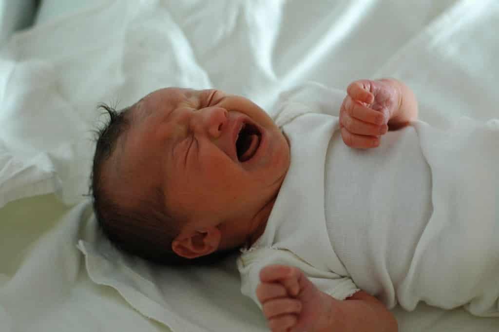 Neonato che piange è normale